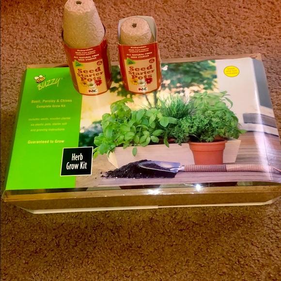 Herb Grow Kit with Bonus Seed Starter Pots
